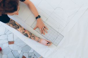 Fashion designer drawing and creating dressmaker's patternの写真素材 [FYI03612967]