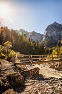 Bridge over river, Karwendel region, Hinterriss, Tirol, Austriaの写真素材 [FYI03613002]