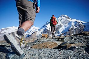 Hiker friends in Mont Cervin, Matterhorn, Valais, Switzerlandの写真素材 [FYI03613142]