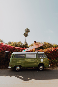Man on van road trip with his surfboard, Ventura, California, USの写真素材 [FYI03613295]