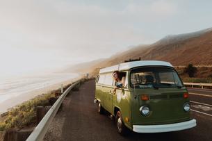 Man on van road trip on coastal road, Ventura, California, USの写真素材 [FYI03613306]