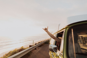 Man on van road trip on coastal road, Ventura, California, USの写真素材 [FYI03613307]