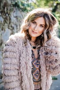 Fashionable woman in fringe coatの写真素材 [FYI03613327]