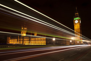 Light trails and Palace of Westminster,London, UKの写真素材 [FYI03613726]