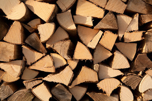 Stack of chopped woodの写真素材 [FYI03613914]