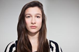 Sullen brunette teenage girlの写真素材 [FYI03613952]