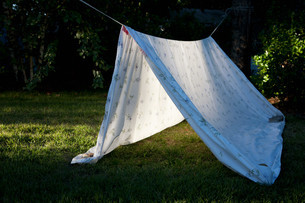 Homemade den made from sheetの写真素材 [FYI03613980]