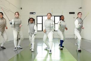 Portrait of female fencers holding foilsの写真素材 [FYI03614153]