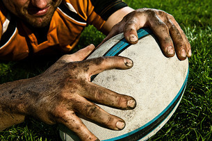 Rugby player scoring on pitchの写真素材 [FYI03614255]
