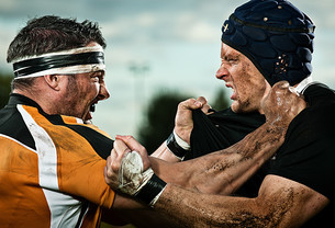 Rugby players grappling with each otherの写真素材 [FYI03614267]
