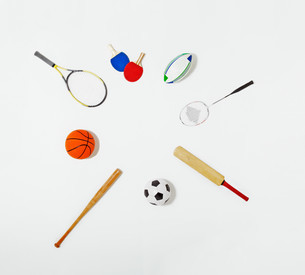 Sports equipment laid out in a circleの写真素材 [FYI03614278]