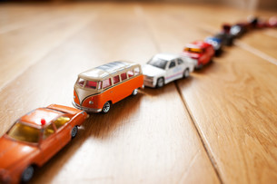 Queue of toy carsの写真素材 [FYI03614290]