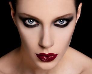 Face of a beautiful young woman wearing dark makeupの写真素材 [FYI03614578]