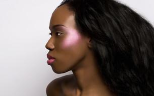 Profile of young woman with metallic makeupの写真素材 [FYI03614582]