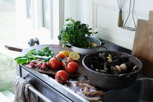 Seafood and produce on kitchen counterの写真素材 [FYI03615066]