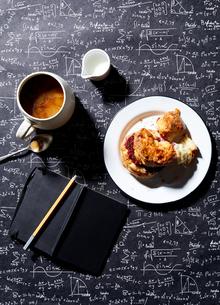 Coffee, breakfast biscuit with raspberry jam on blackboard background , overhead viewの写真素材 [FYI03615418]