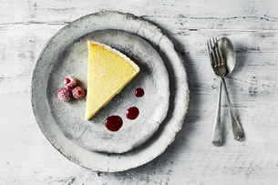 Still life with lemon tart and raspberries on plate, overhead viewの写真素材 [FYI03615528]