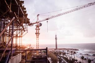 Construction crane on coastal development, Beirut, Lebanonの写真素材 [FYI03615548]