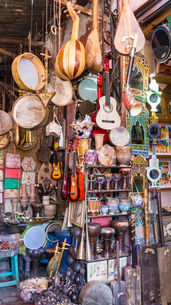 Shop full of traditional musical instruments, Marrakech, Moroccoの写真素材 [FYI03615676]