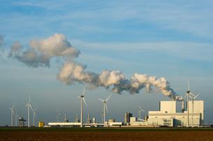 Coal fired power station, Eemshaven harbour area, Groningen, Netherlandsの写真素材 [FYI03615772]