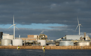Chemical plant and wind turbines near Delfzijl harbour, Netherlandsの写真素材 [FYI03615807]