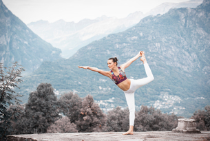 Woman practicing yoga, balancing on one leg in mountain landscape, Domodossola, Piemonte, Italyの写真素材 [FYI03616272]