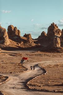 Motorcyclist friends riding in desert, Trona Pinnacles, California, USの写真素材 [FYI03616871]