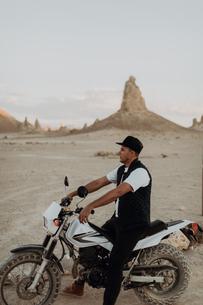 Motorcyclist on stationary bike, Trona Pinnacles, California, USの写真素材 [FYI03616878]