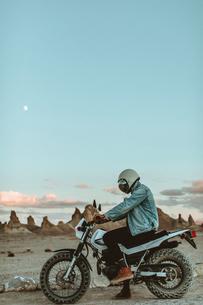 Motorcyclist on stationary bike, Trona Pinnacles, California, USの写真素材 [FYI03616880]