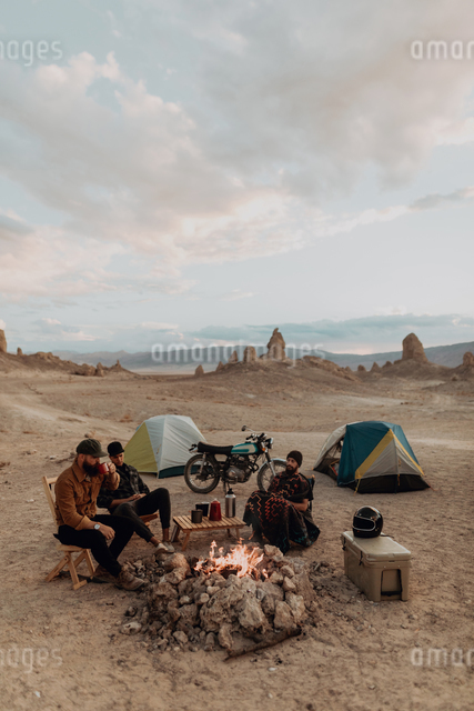 Motorcyclist road trippers around camp fire, Trona Pinnacles, California, USの写真素材 [FYI03616882]