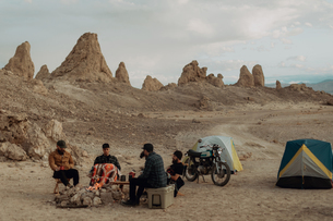Motorcyclist road trippers around camp fire, Trona Pinnacles, California, USの写真素材 [FYI03616888]
