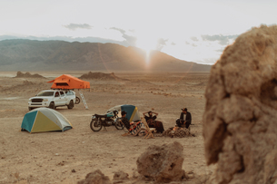 Motorcyclist road trippers around camp fire, Trona Pinnacles, California, USの写真素材 [FYI03616891]