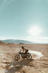 Motorcyclist enjoying stunts, Trona Pinnacles, California, USの写真素材 [FYI03616903]