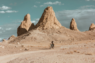 Motorcyclist riding in desert, Trona Pinnacles, California, USの写真素材 [FYI03616914]