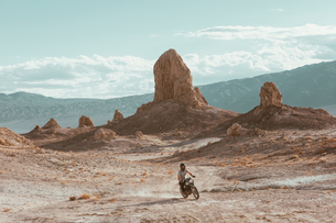 Motorcyclist riding in desert, Trona Pinnacles, California, USの写真素材 [FYI03616915]