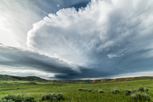 Extreme weather in the northern high plains of Montana. Photogenic supercell, USAの写真素材 [FYI03617226]
