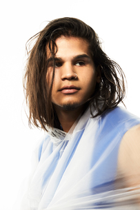 Male model wearing raincoatの写真素材 [FYI03617493]