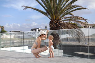 Mother and son in holiday home, St Francis Bay, Eastern Cape, South Africaの写真素材 [FYI03617576]