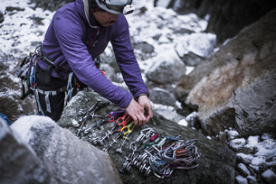 Climber preparing camming device on rock, Yosemite National Park, California, USAの写真素材 [FYI03617586]