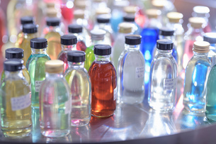 Sample product bottles in chemical factoryの写真素材 [FYI03618050]