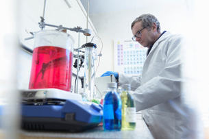 Laboratory worker in chemical factoryの写真素材 [FYI03618053]