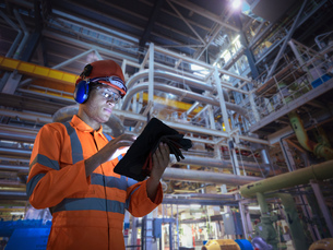 Composite image of engineer in nuclear power station using digital tabletの写真素材 [FYI03618076]