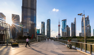 Pudong skyline with Oriental Pearl Tower from elevated walkway, Shanghai, Chinaの写真素材 [FYI03618373]