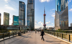 Pudong skyline with Oriental Pearl Tower from elevated walkway, Shanghai, Chinaの写真素材 [FYI03618376]