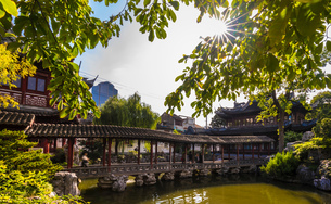 The Pavilion of Listening to Billows in Yu Garden, Shanghai, Chinaの写真素材 [FYI03618394]