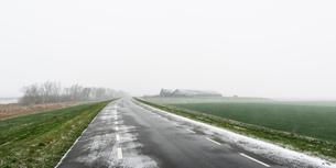 Overdiepse polder in agricultural area, Waspik, Noord-Brabant, Netherlandsの写真素材 [FYI03618429]