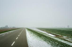 Overdiepse polder in agricultural area, Waspik, Noord-Brabant, Netherlandsの写真素材 [FYI03618432]