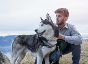 Man walking dog on hilltop, Premeno, Piemonte, Italyの写真素材 [FYI03618794]