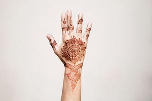 Hand with henna tattoo making gestureの写真素材 [FYI03618905]