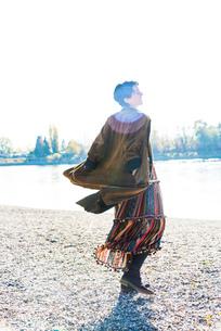 Woman twirling by Rhine River, Strandbad, Mannheim, Germanyの写真素材 [FYI03619290]